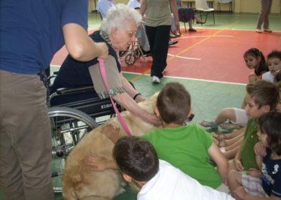 """""""Play-dog, il gioco con il cane come tramite tra anziani e bambini""""."""